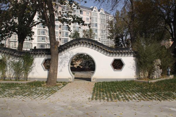 圆拱形墙门